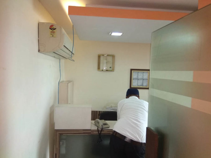 looking for Ansal tower 1000 sq ft furnished office on rent in nehru place