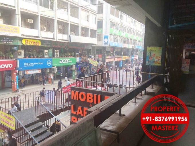Shop showroom on rent  350 ft first floor rs 2 lacs